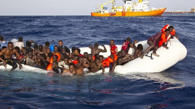 Do Itálie na chatrných plavidlech poskytnutých pašeráky lidí za tento rok dorazilo přes 80 tisíc migrantů. Mnohým pomohly lodě neziskových organizací.