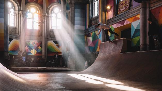 V tomhle kostele byste trávili celé dny a noci.