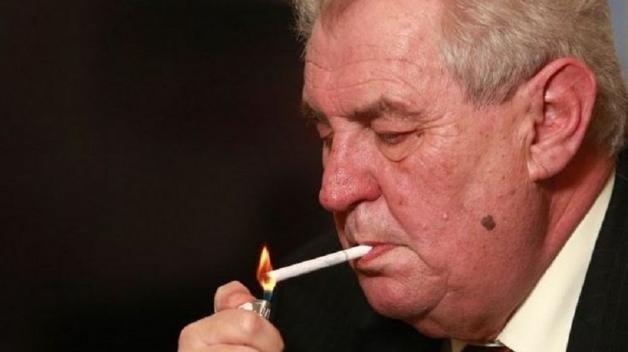 Miloš Zeman není nějaký plebs, aby se na něj vztahovaly zákazy pro běžné smrtelníky.