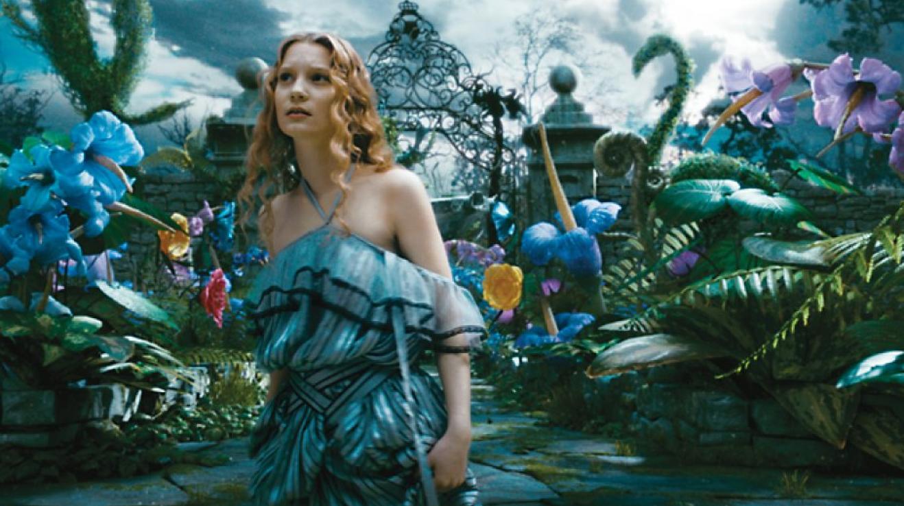 Alenka v říši divů (2010) - Snímek vznikl na náměty kultovní knihy Charlese Lutwidge Dogsona z roku 1865 a v roce 2011 získal 2 Oscary za kostýmy a výpravu.