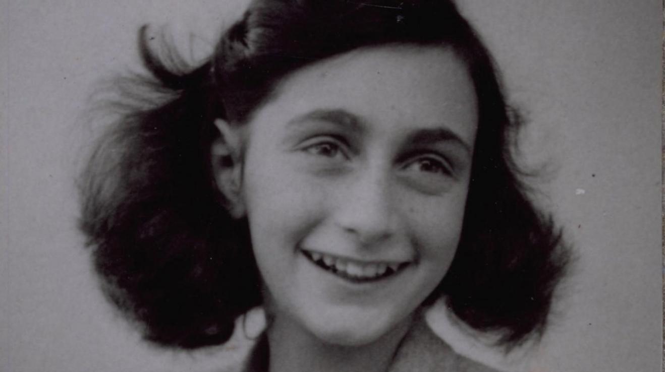 Anna Franková je jednou z nejznámějších obětí 2. světové války. Nyní by mohly moderní teorie pomoci zjistit, kdo může za její smrt.