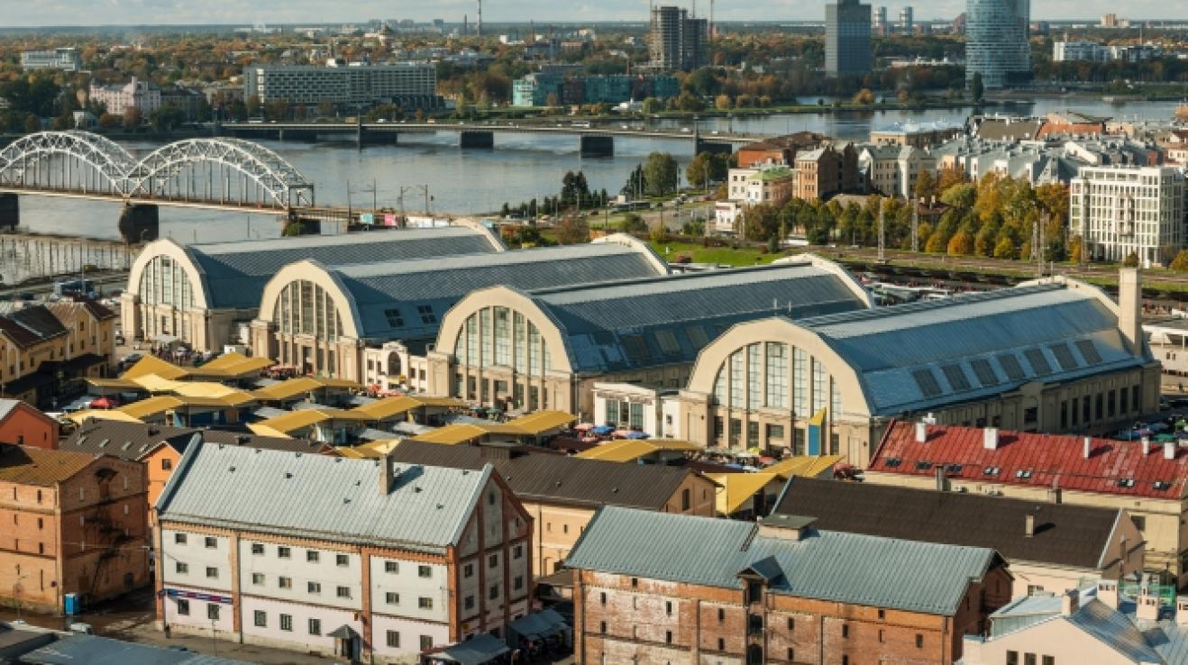 Centrální tržiště v Rize najdete hned u řeky ve čtyřech obřích halách