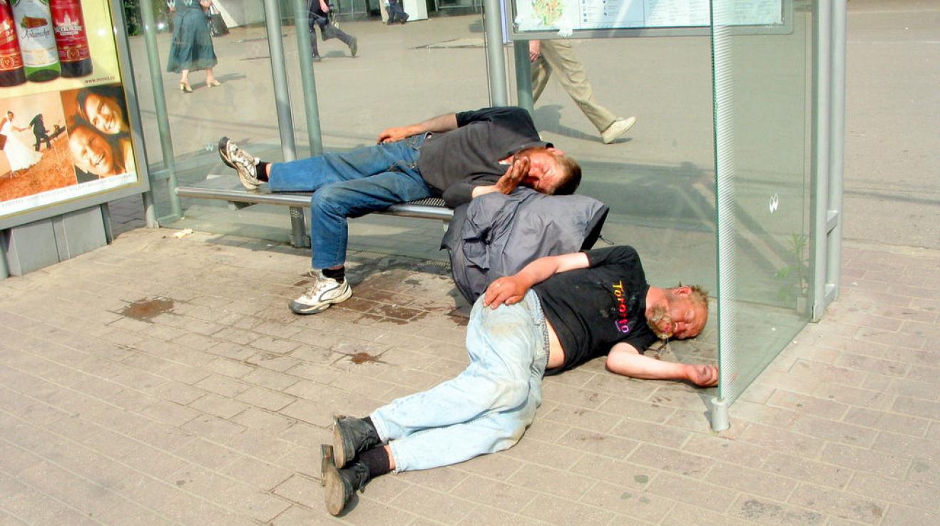 Bezdomovci zaspali. Teplý květen je zaskočil
