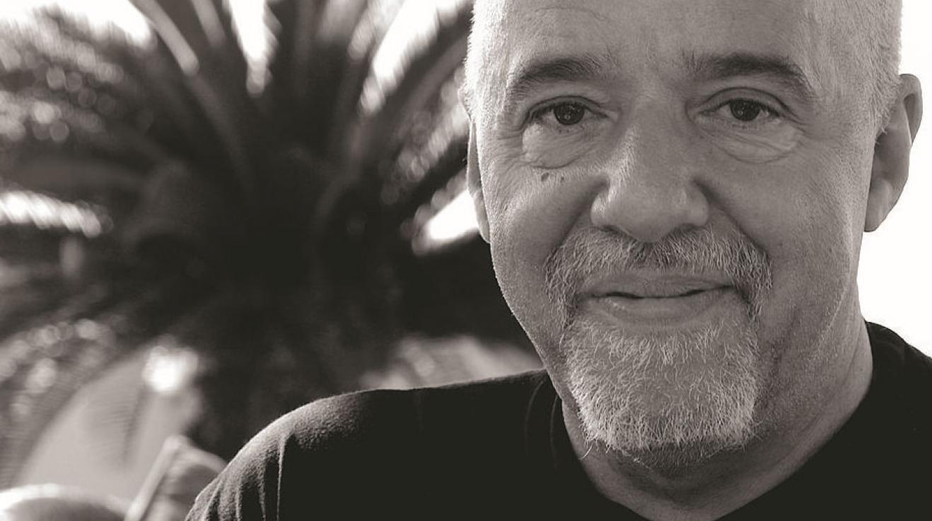 Brazilský spisovatel Paulo Coelho se stal známým po celém světě díky svému románu Alchymista.