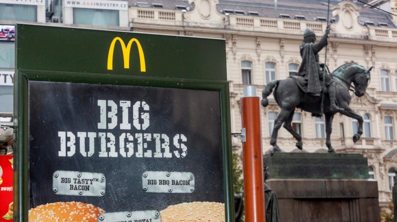 Obézní lidé smutní: McDonald's bude opět zdražovat, může ...