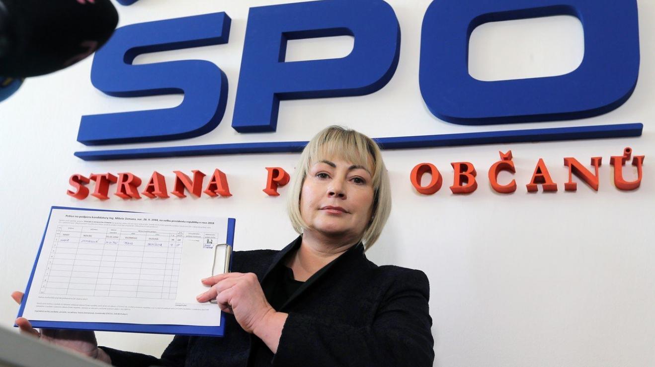 """Ivana Zemanová je vedle Ovčáčka nejvýraznější osobou manželovi """"nekampaně"""". Ona organizovala sběr podpisů."""