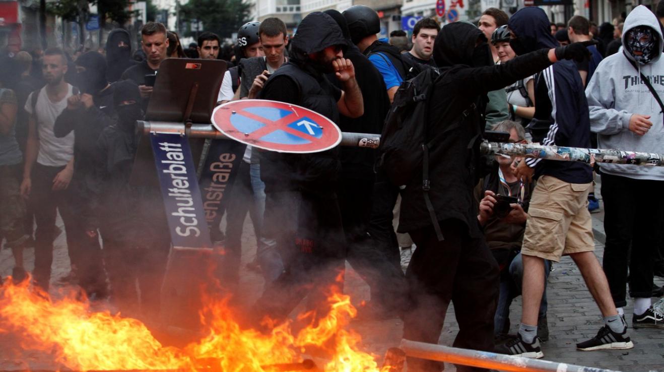 Čím dříve si společnost uvědomí, že levicový extremismus je stejně škodlivý jako ten pravicový, tím lépe.