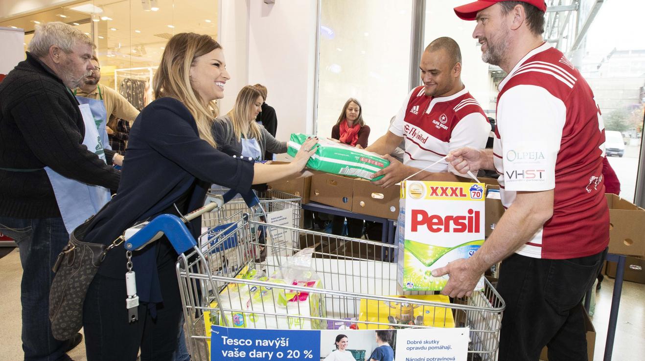 Petra Svoboda nakoupila plný košík potravin a drogerie a pomohla tak lidem v nouzi.