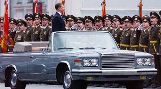 Na výrobu luxusních vozů se specializovala moskevská automobila ZIL. Poslední luxusní limuzínou byl model 115, později přejmenovaný na ZIL-4104.