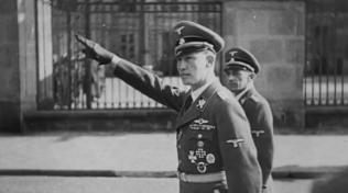 Zastupující říšský protektor SS Obergruppenführer Reinhard Heydrich osobně.