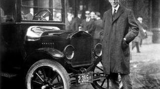 Henrymu Fordovi se podařilo rozšířit automobily mezi obyčejné lidi. Díky modelu T se stal jedním z nejúspěšnějších podnikatelů všech dob.