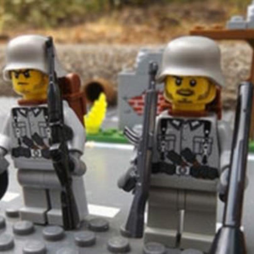 Němec na Amazonu nabízel nacistické vojáčky.