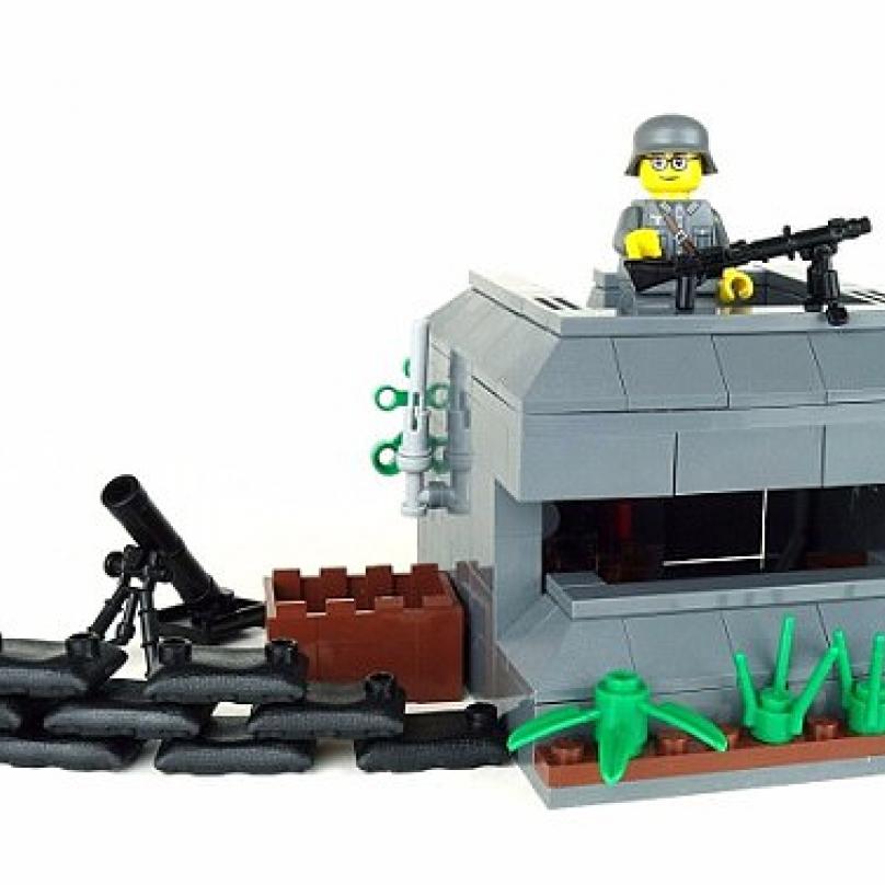 K vojáčkům patří i pořádné prostředí, zde k vidění střílna.