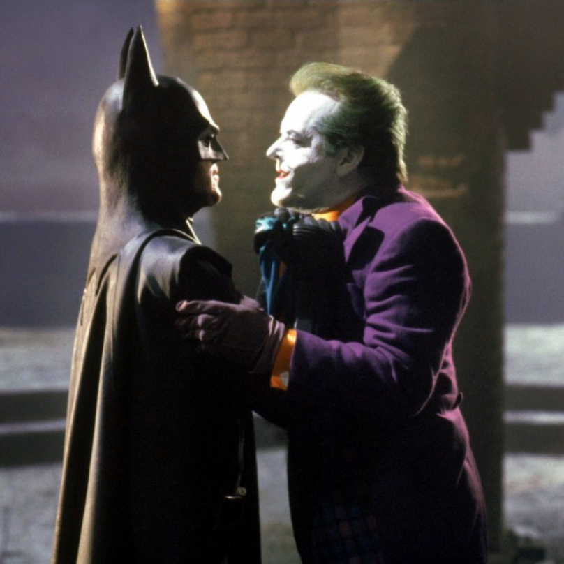 Batman (1989) - Herec Adam West, který Batmana hrál v 60. letech, byl prý velice zklamaný, když mu hlavní roli Batmana Tim Burton nenabídl. Pro zajímavost mu tehdy bylo úctyhodných 61 let.