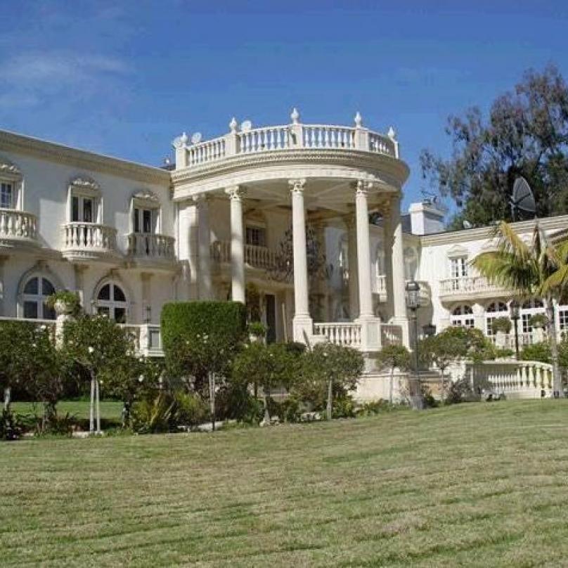 Šel kvalitním příkladem: takto vypadá Mugabeho rezidence v Harare.
