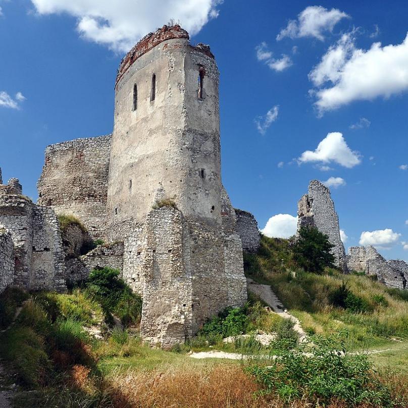 Zřícenina Čachtického hradu na Slovensku.