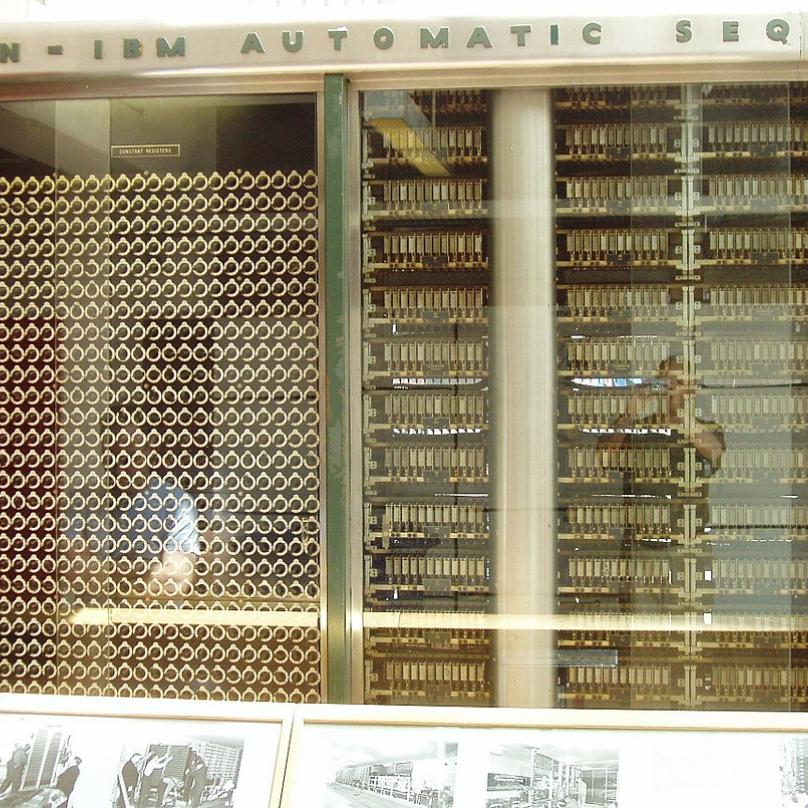 Elektromechanické výpočetní komponenty