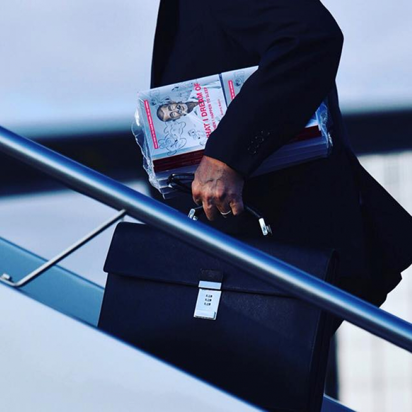 Andrej Babiš a stoh jeho knih, které on nepsal