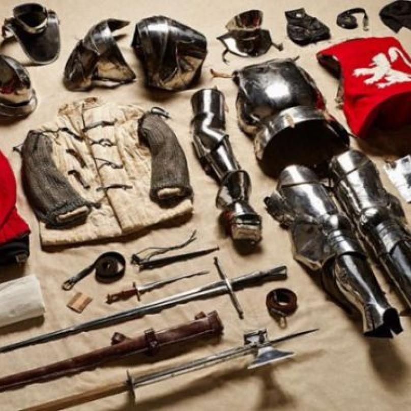 Zbroj vojáka, který bojoval na straně Yorků v bitvě u Bosworthu (Válka růží), 1485