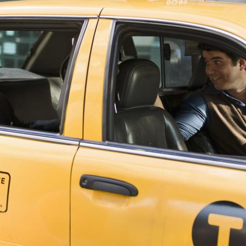 Taxikář by nechal celou dobu běžet taxametr.