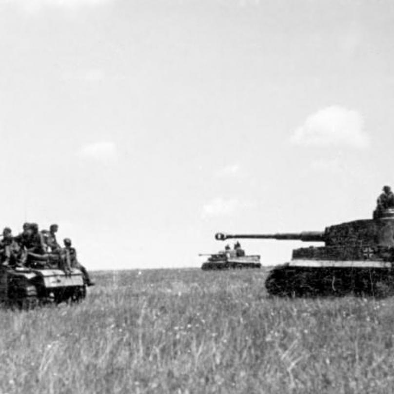 Tanky Tiger s pěchotou