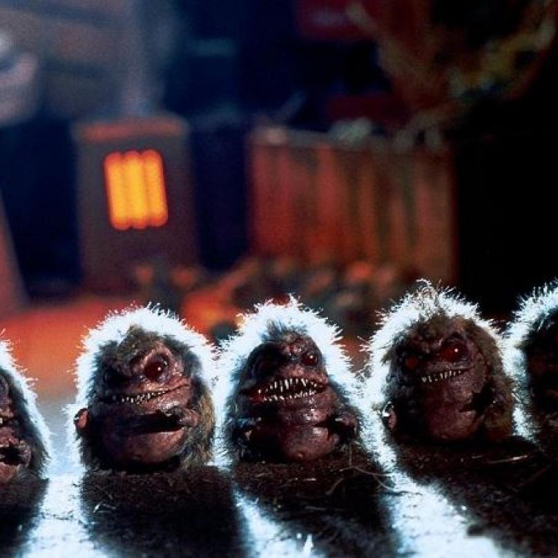 Klasika 80. let. Později byly natočeny další pokračování, jež slávu Critters přenesly do 90. let. Mimozemské nestvůrky critters jsou něco mezi fotbalovým míčem, gremlinem a kaktusem.