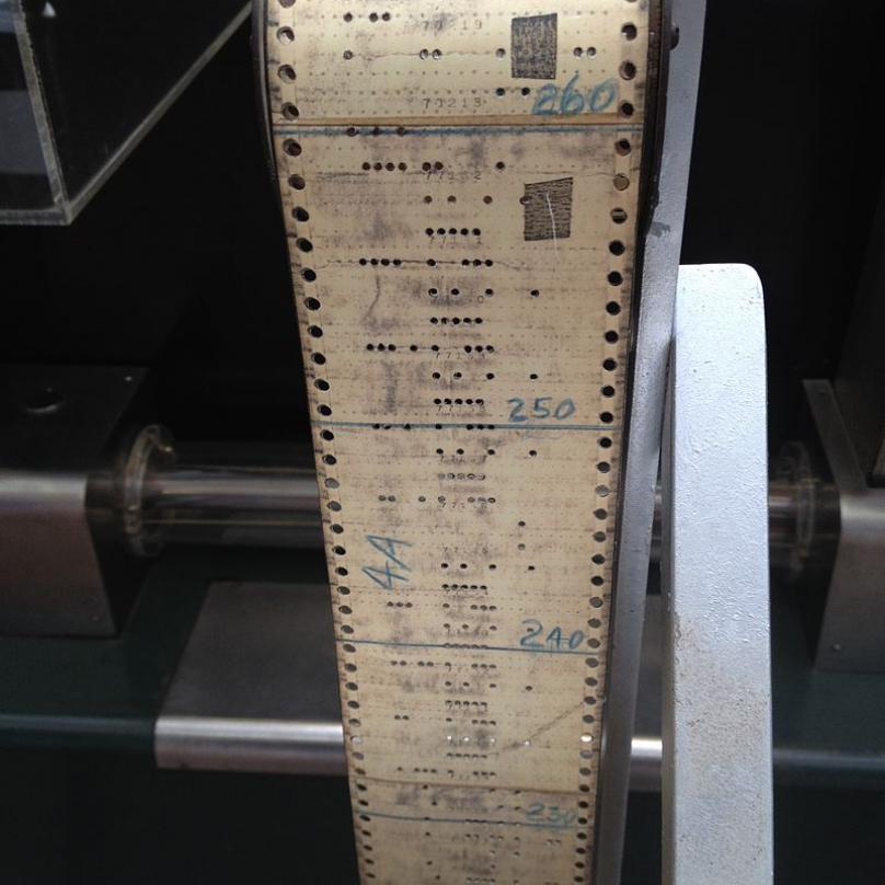 Děrná páska s programem