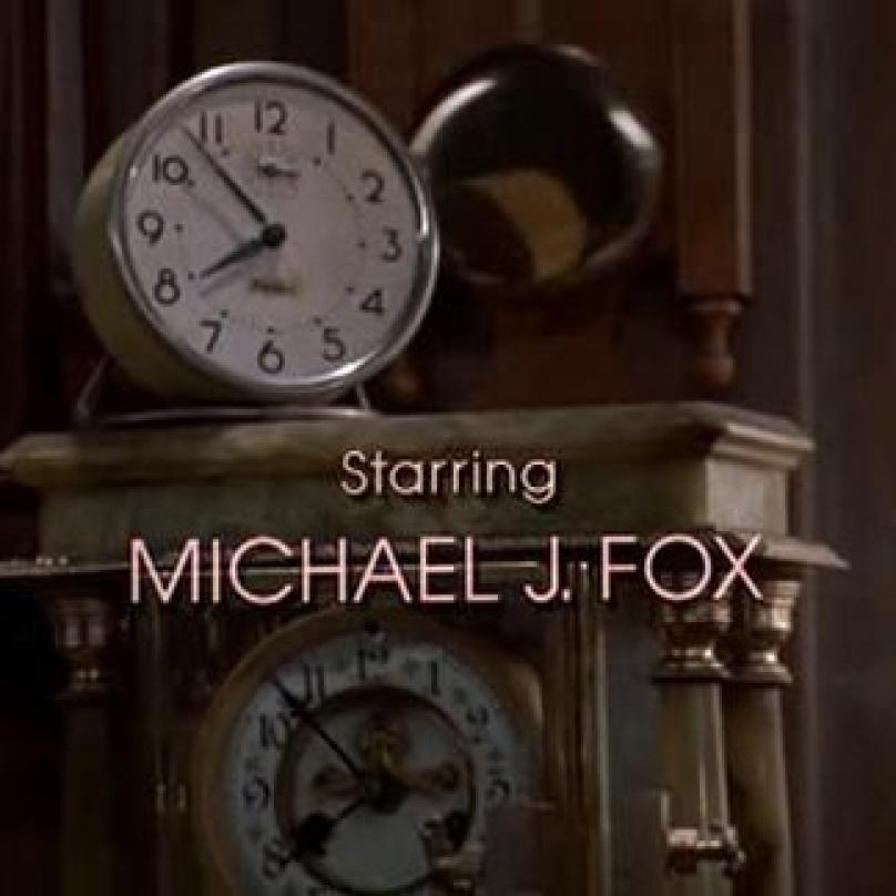 Totéž zastává i úvodní scéně, dlouhý záběr na hodiny u doktora Browna doma.