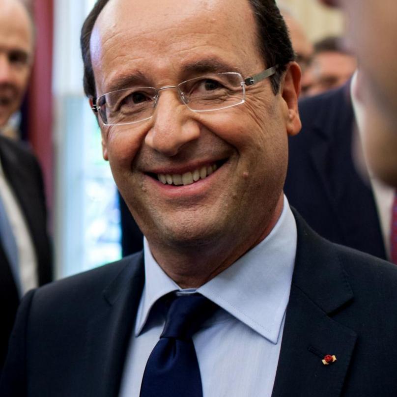 Francois Hollande ve své upřímné soustrasti zaměnil Japonce za Číňany.