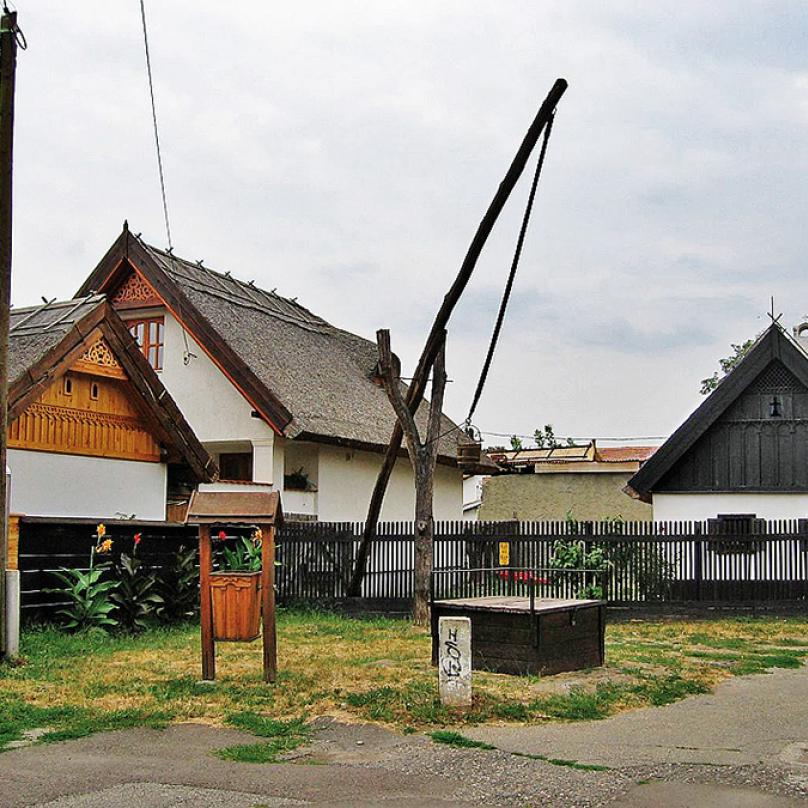Malá čtvrť Hadas vměstečku Mezőkövesd, kterou tvoří prakticky jen dvě ulice, zato plné 400 let starých astále obývaných domů.