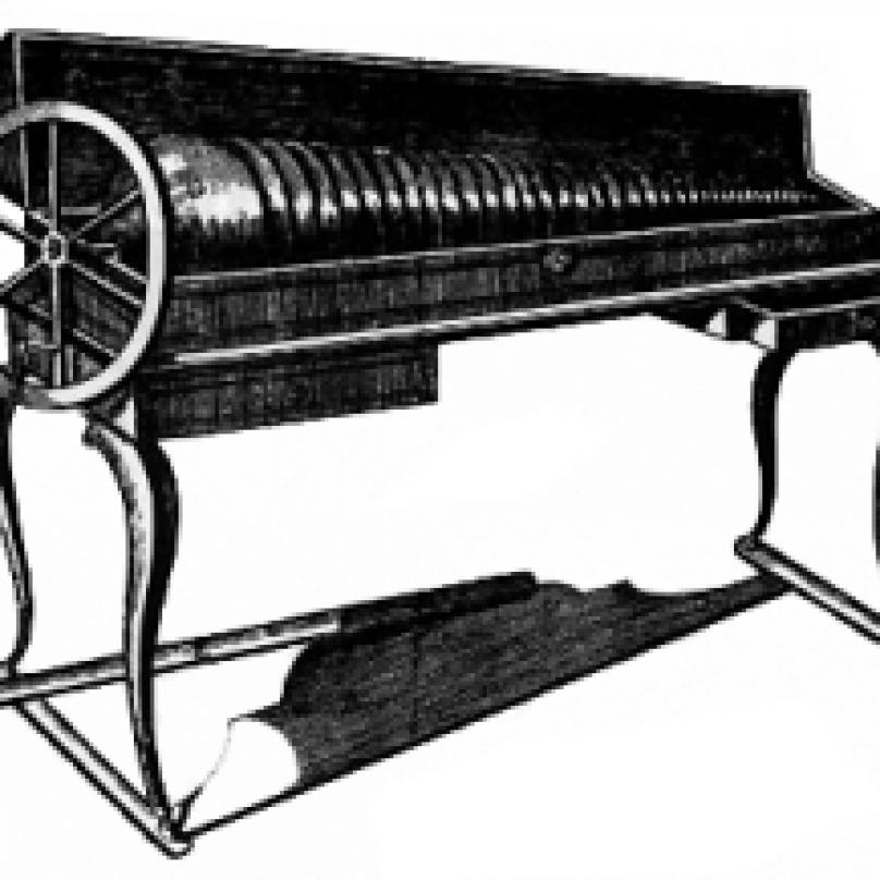 Jeden z jeho vynálezů - skleněná harmonika