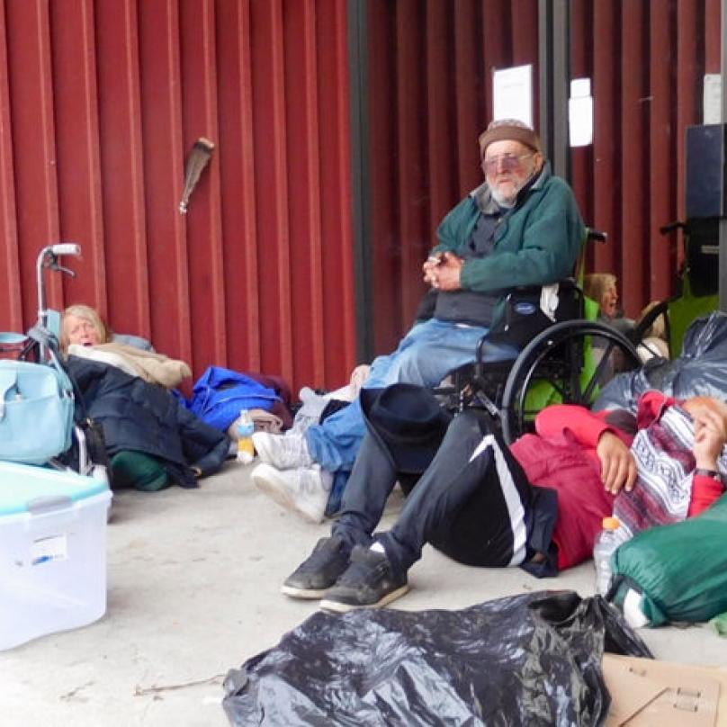 Bezdomovci se pez pomoci neobejdou