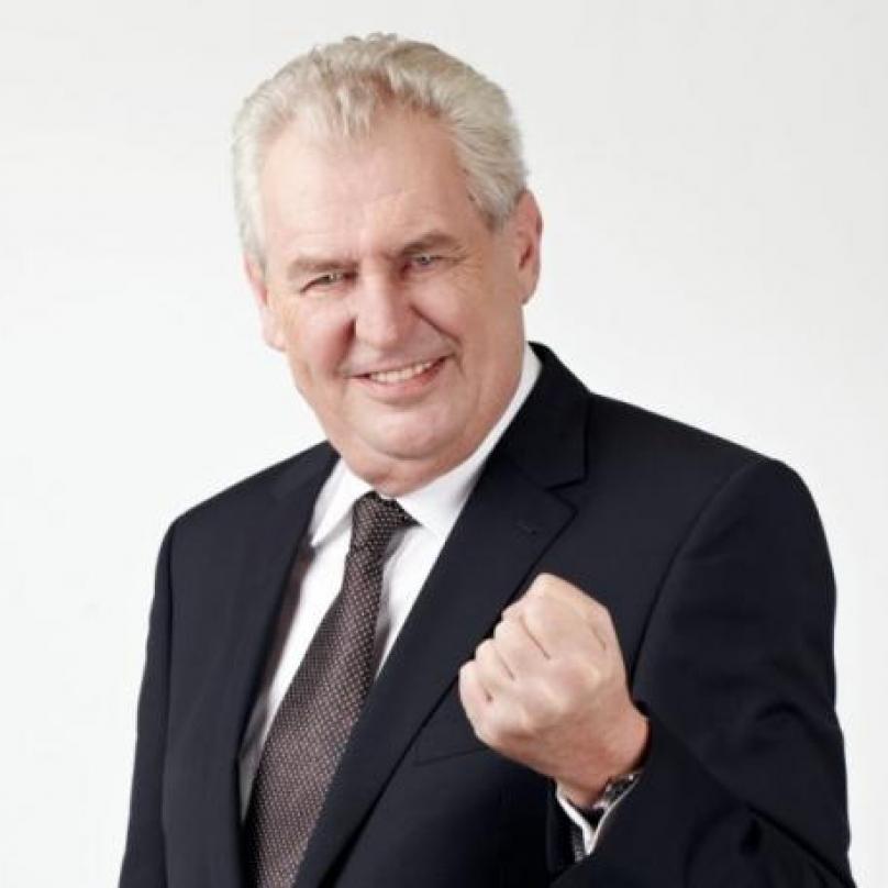 Miloš Zeman byl za pomocí systému kladek a jeřábu vyzvednut do penzionu Jitřenka