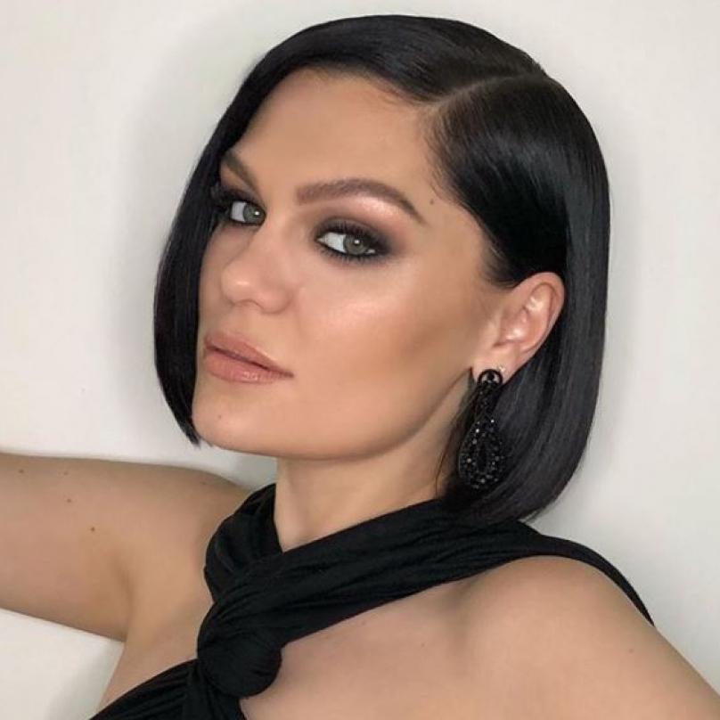Jessie J má silný, osobitý hlas. Umí být sexy a divoká a zároveň dokáže vystřihnout milostný song, ze kterého se vám zastaví srdce.