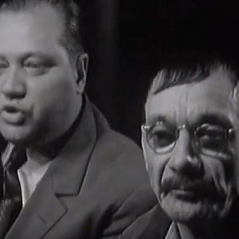 Josef Kemr s Rudolfem Hrušínským v Národním divadle v roce 1965