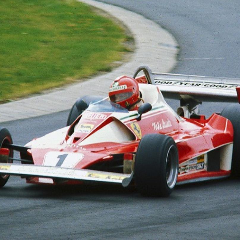 Lauda při tréninku Velké ceny Něměcka v roce 1976.