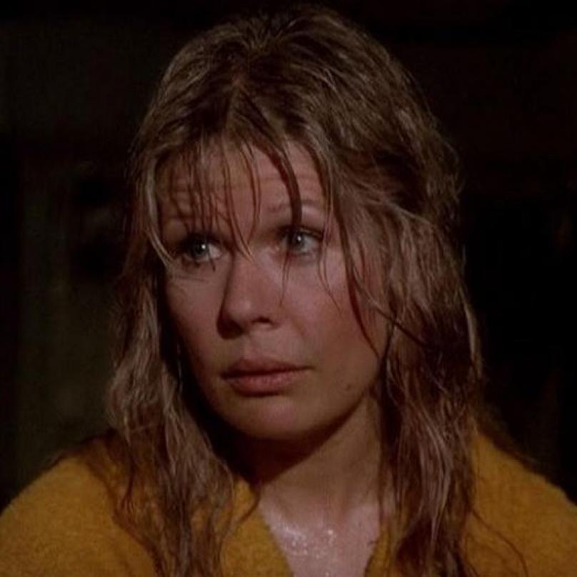Loretta Swit aka major Houlihan vydala krátce po skončení seriálu knihu o vyšívání. Roky uváděla pořad o přírodě na Discovery Channel.