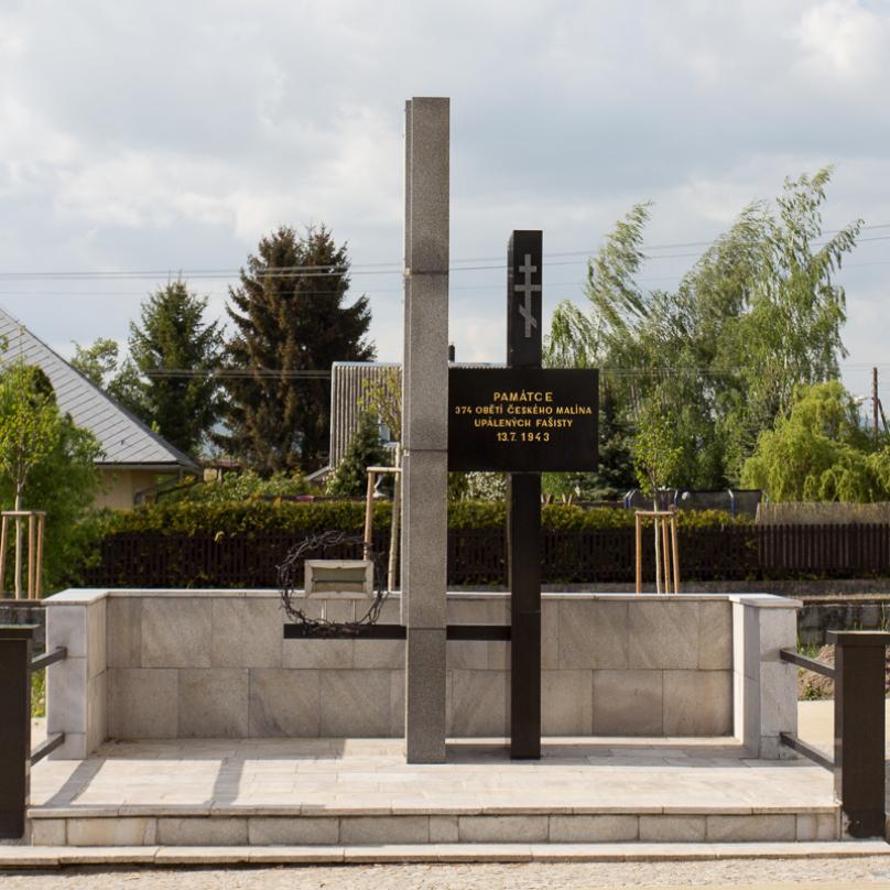 Památník obětem, který se nachází v Novém Malíně.