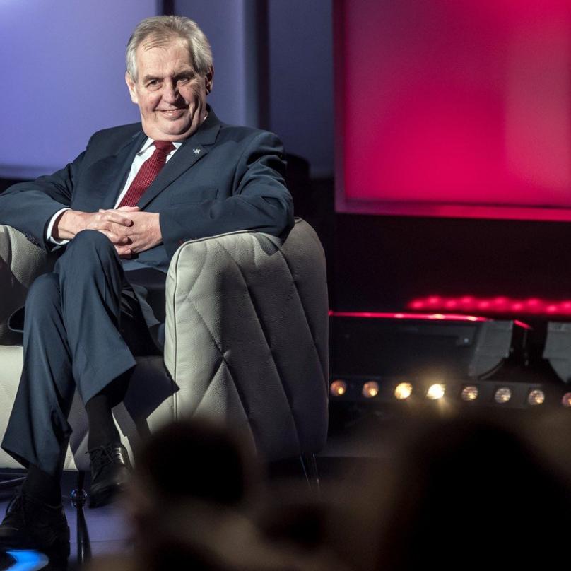 Miloš Zeman má kritiku a urážky rád. Tedy samozřejmě jen v případě, že je sám rozdává.