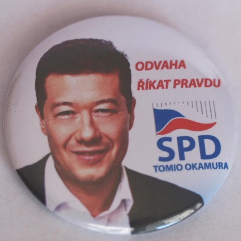 Lidé pálí odznáčky SPD