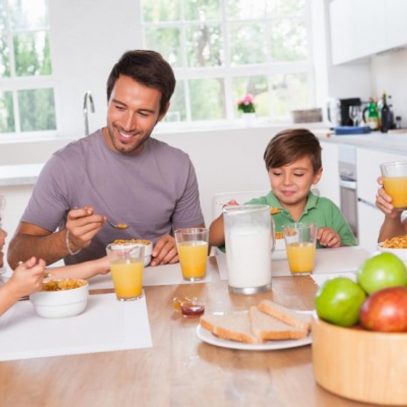 Klasická šťastná rodinka v reklamě na cokoliv