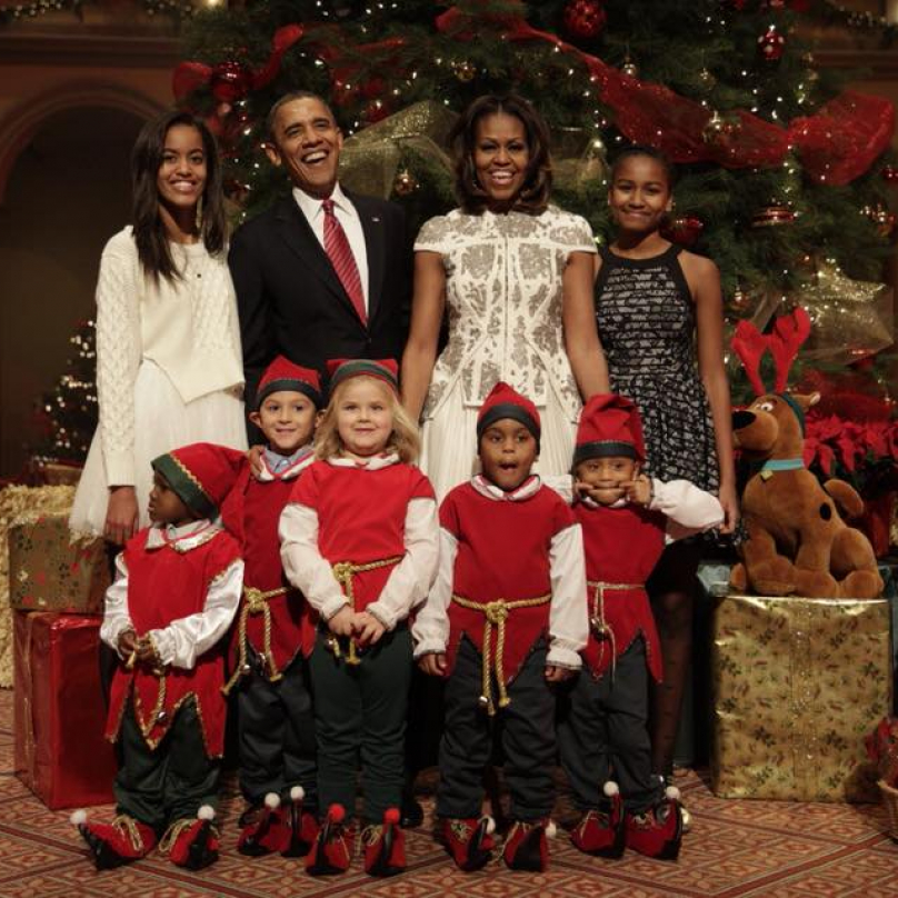 Obamovi a jejich Vánoce v roce 2017. Asi klidnější, než těch předchozích osm.
