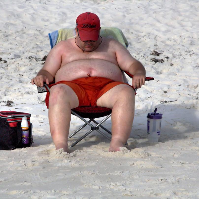 Na některé pláže mají rovněž zákaz vstupu obézní lidé
