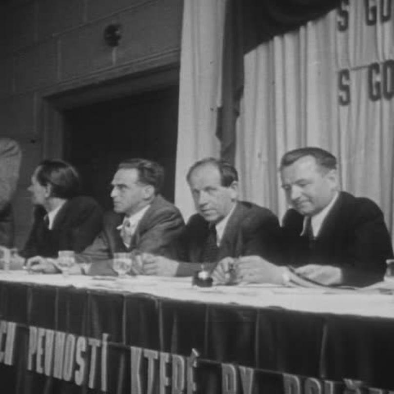 Záběr z amerického filmového týdeníku