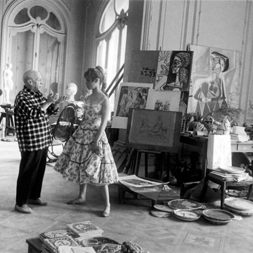 Picasso se do Francie vydal hned po studiích v Madridu. Jeho základnou byla Paříž, ale zamiloval si i oblast v okolí města Cannes, kde měl svůj ateliér.