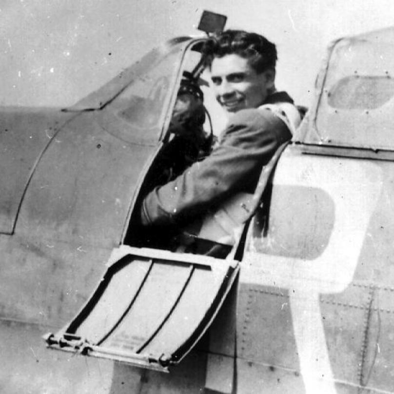 Jako voják začínal Fajtl u pěšího pluku, následně se ale naučil pilotovat letadlo, u čehož setrval. Stal se tak nejznámějším českým vojenským pilotem druhé světové války.