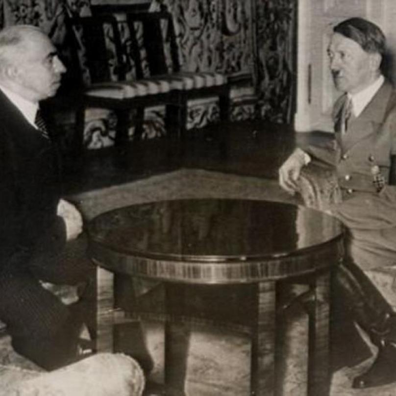 Nátlaku Adolfa Hitlera Hácha nejprve vzdoroval, ale nakonec byl zlomen.