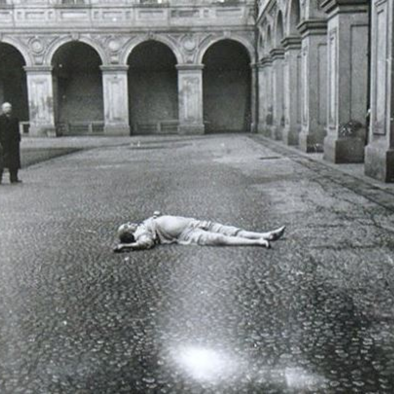 Masaryk zemřel po pádu z okna. Zda skočil sám nebo mu někdo pomohl se už nedozvíme.