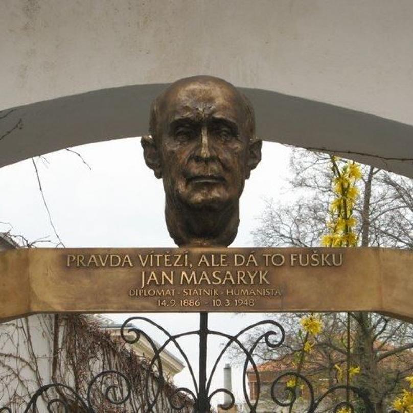 Jan Masaryk se narodil na pražských Vinohradech ve vile Osvěta v ulici, která dnes nese jeho jméno.