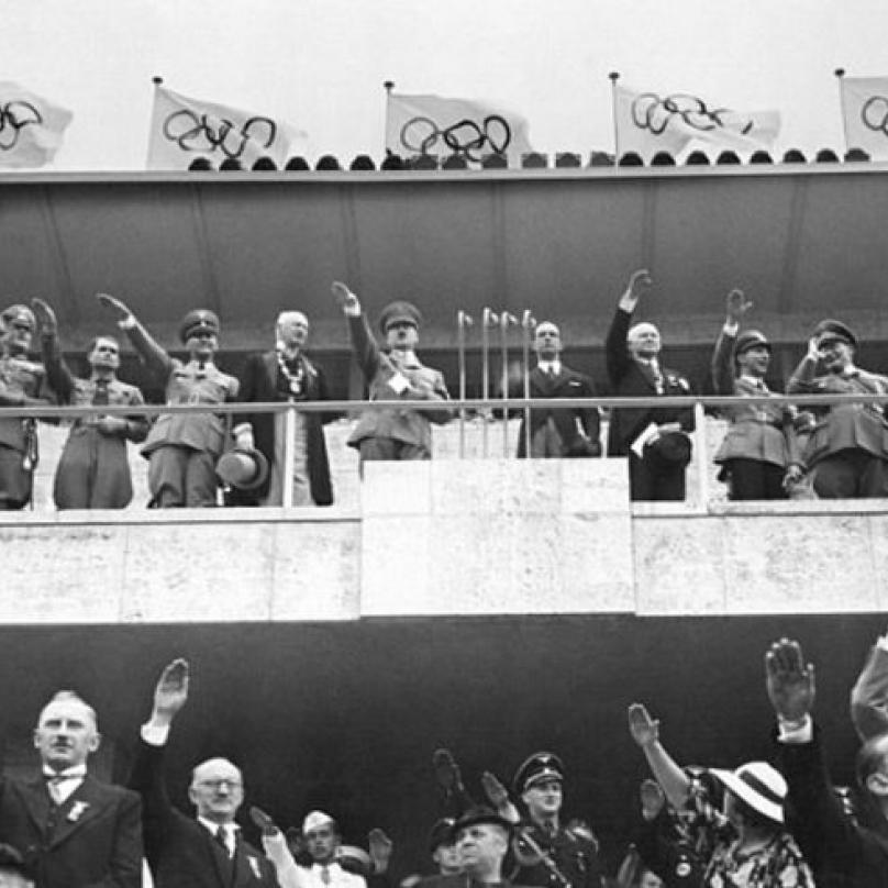 Hitler v srpnu 1936 zuřil. Nebyla to nacistická ideologie, která uchvátila diváky olympiády v Berlíně, ale černošský atlet Jesse Owens.